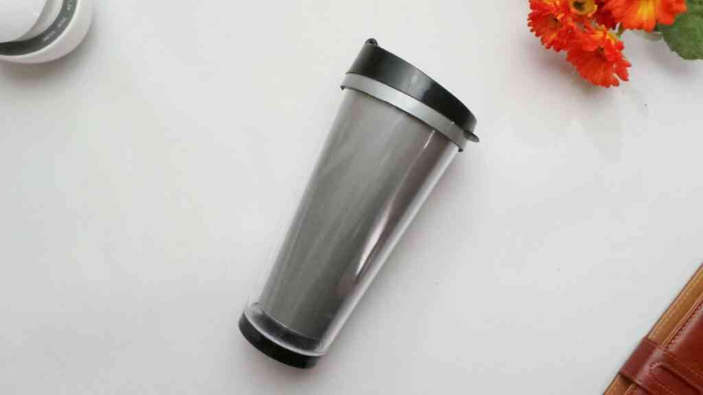 cup to keep drinks cold